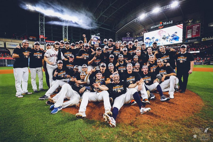 The Houston Astros take a picture after winning the game 5-0.